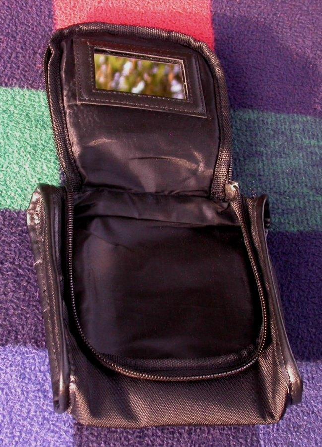 kleine kulturtasche von wella mit spiegel schwarz gebraucht kaufen bei. Black Bedroom Furniture Sets. Home Design Ideas