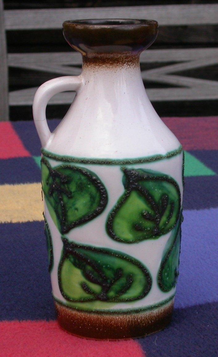 vase aus ton mit gr nen bl ttern strehla ddr 18 cm gebraucht kaufen bei. Black Bedroom Furniture Sets. Home Design Ideas